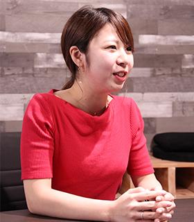 株式会社プルークス コンサルティング事業部 久次愛さん 2016年4月、大手人材系企業に入社し、求人広告営業を経験。 2017年5月に、動画マーケティング会社の株式会社プルークスに転職し、現職