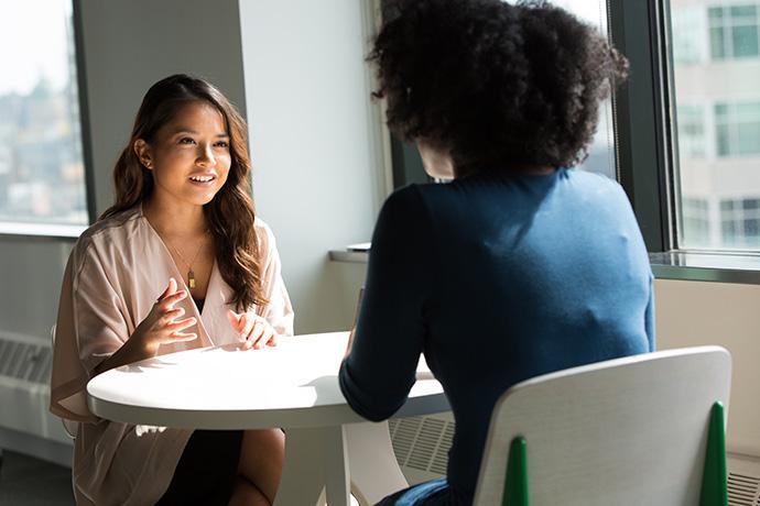 """仕事ができる人の言葉の選び方とは? 精神科医と心理研究家が提案する""""人に好かれる""""言いかえ術"""